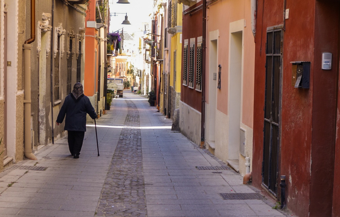 Old Italian woman on back street | Tourist-Free Sardinia, Italy | EnjoyLivingAbroad.com
