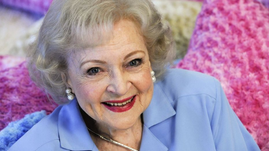 Betty White / The American Mask War / Karen McCann / EnjoyLivingAbroad.com