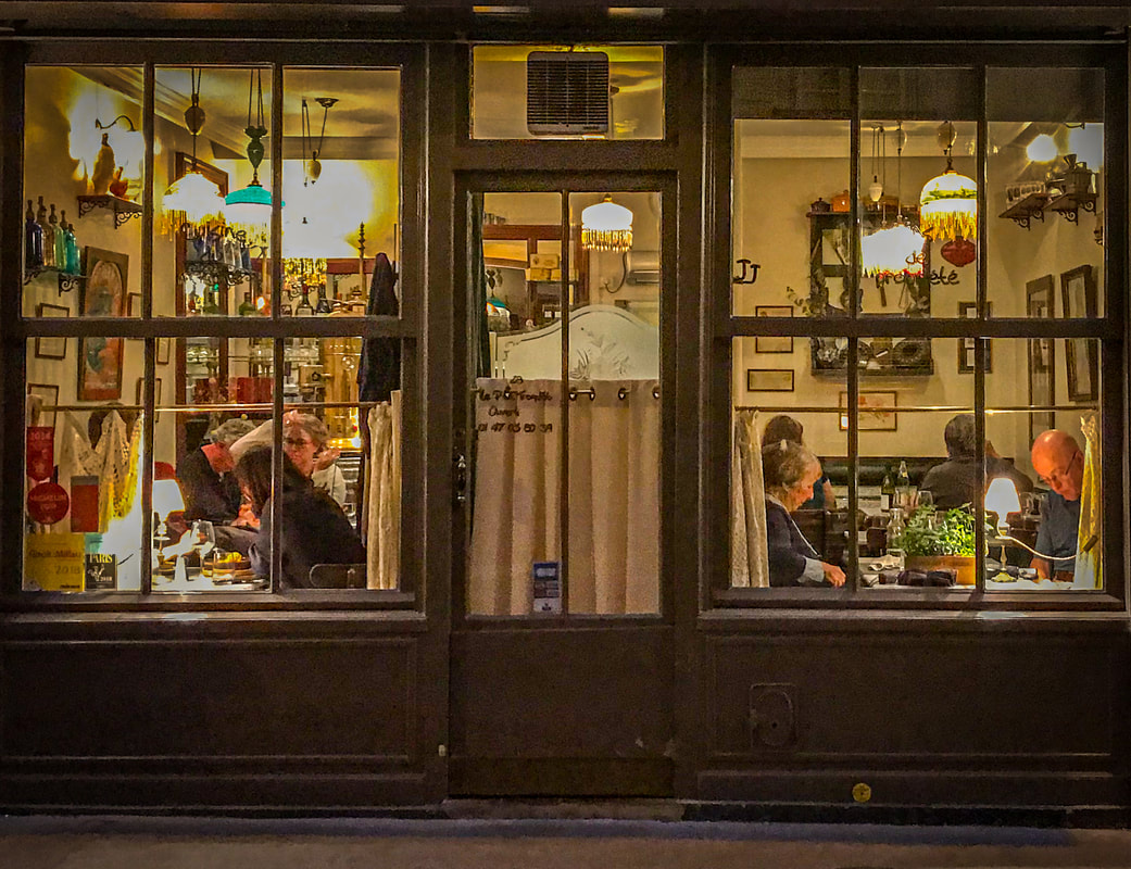 The Disappearing French Bistro / Le Petit Troquet / Paris, France / Karen McCann / EnjoyLivingAbroad.com